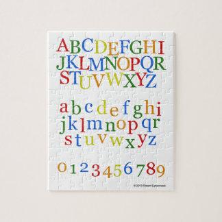 Parte superior colorida del alfabeto de los niños rompecabeza con fotos