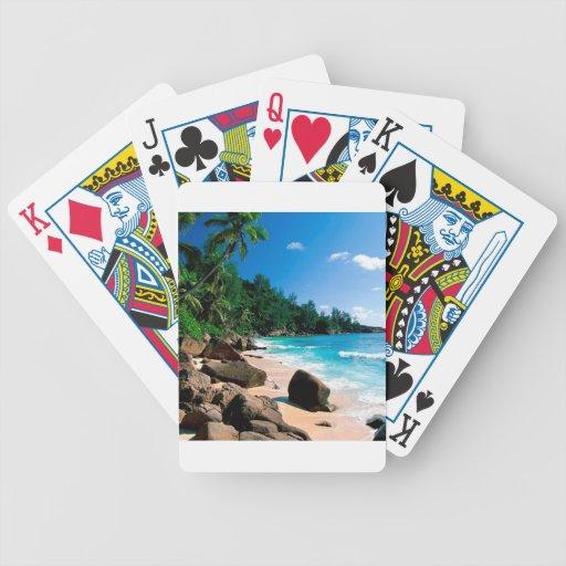 Partida del secreto de la playa barajas de cartas