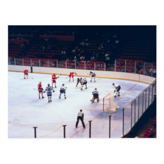 Partido del hockey sobre hielo del vintage postal