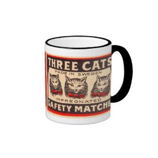 Partidos de seguridad de los gatos del vintage tre tazas de café