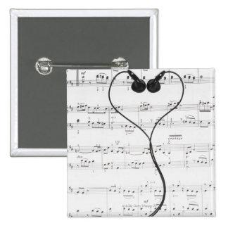 Partitura y auriculares pin
