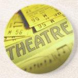Partitura y boletos del teatro posavasos para bebidas