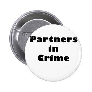 Partners - adentro - crimen pin