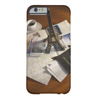 Pasaporte y objetos de recuerdo funda barely there iPhone 6