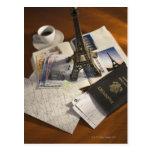 Pasaporte y objetos de recuerdo postal