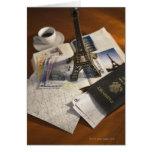 Pasaporte y objetos de recuerdo tarjeta de felicitación