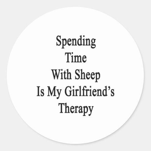 Pasar tiempo con las ovejas es Therap de mi novia Pegatinas