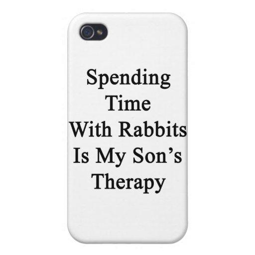 Pasar tiempo con los conejos es la terapia de mi h iPhone 4 funda