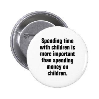 Pasar tiempo con los niños es más importante chapa redonda 5 cm