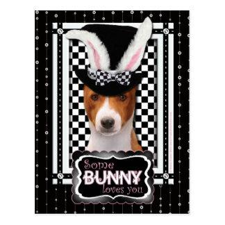 Pascua - algún conejito le ama - Basenji Tarjetas Postales