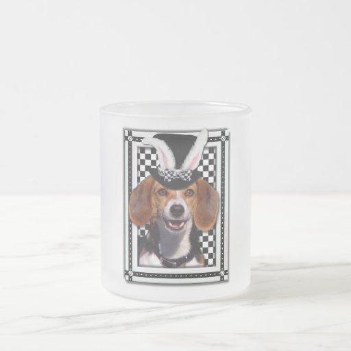 Pascua - algún conejito le ama - beagle taza