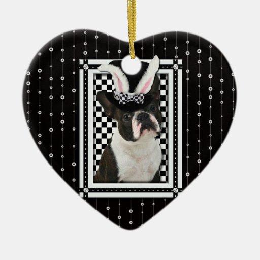 Pascua - algún conejito le ama - Boston Terrier Adorno De Cerámica En Forma De Corazón