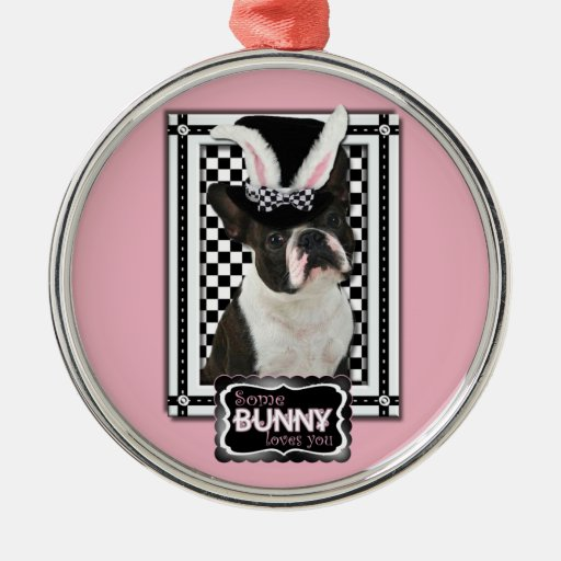 Pascua - algún conejito le ama - Boston Terrier Adorno Redondo Plateado
