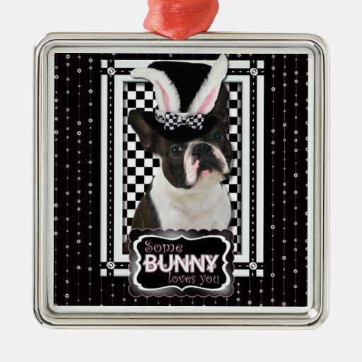 Pascua - algún conejito le ama - Boston Terrier Adorno Cuadrado Plateado