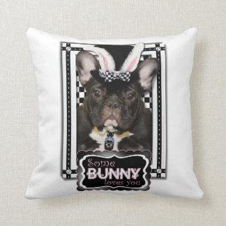 Pascua - algún conejito le ama - dogo francés cojin