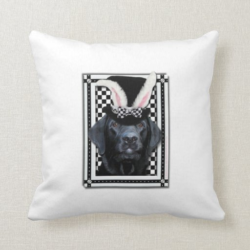Pascua - algún conejito le ama - Labrador - negro Cojin