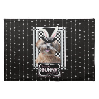 Pascua - algún conejito le ama - ShihPoo Mantel Individual
