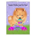 Pascua con poco Pomeranian con la cesta de Pascua Tarjeta De Felicitación