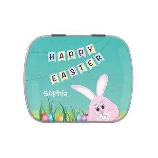 Pascua feliz con el conejito y los huevos jarrones de caramelos
