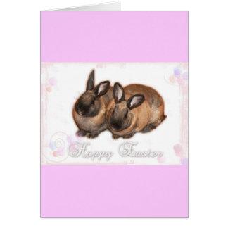 Pascua feliz del conejito de pascua con los rosas tarjeta de felicitación