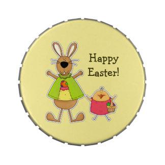 Pascua feliz. Latas del caramelo del conejito y de Latas De Dulces