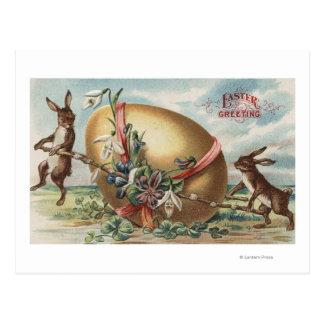 Pascua GreetingsRabbits por un huevo adornado Postal