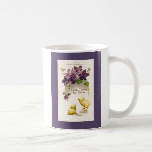 Pascua - postal antigua amarilla de los polluelos taza de café