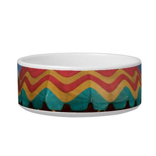 Paseo colorido del niño en la feria tazón para comida gato