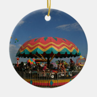 Paseo colorido del niño en la feria ornamento para reyes magos