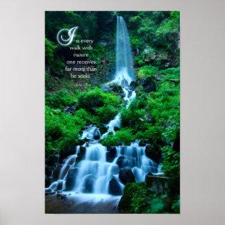 Paseo con la naturaleza hermosa del verde de la ca póster