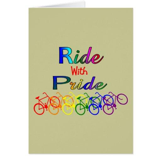 Paseo con los regalos lesbianos gay del ciclista d tarjeta de felicitación