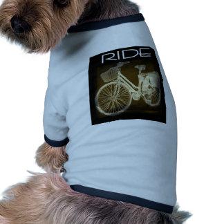 Paseo de la bici del vintage del oro ropa perro