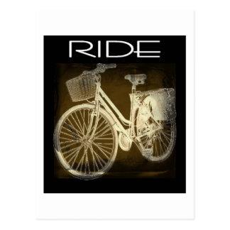 Paseo de la bici del vintage del oro postal