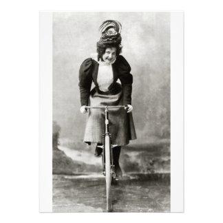 Paseo de la bicicleta del Victorian del vintage