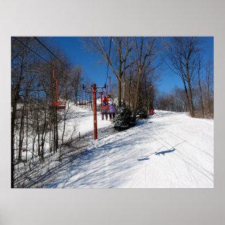 paseo de la elevación de la colina del esquí póster
