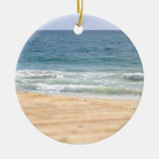 Paseo de la playa adorno redondo de cerámica