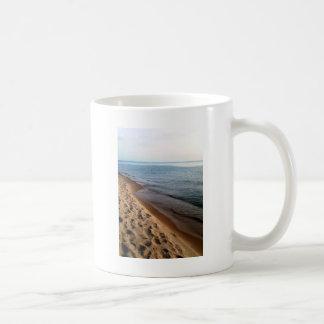 paseo de la playa taza básica blanca