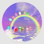 Paseo de los huevos de Pascua en un arco iris Pegatinas Redondas
