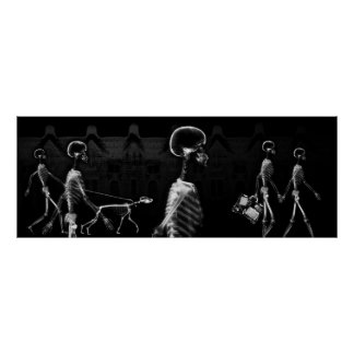 Paseo de medianoche B&W de los esqueletos de la ra Póster