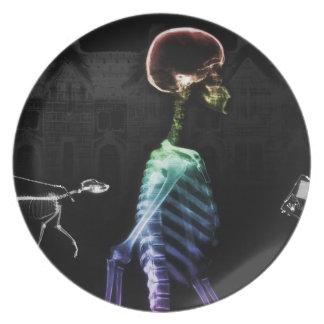 Paseo de medianoche de los esqueletos de la radiog plato de comida