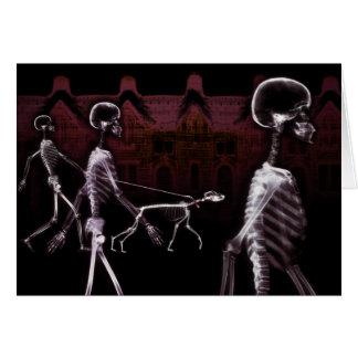 Paseo de medianoche de los esqueletos de la radiog felicitaciones