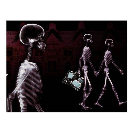 Paseo de medianoche de los esqueletos de la tarjeta postal