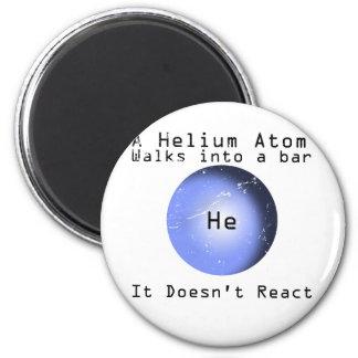 Paseo del átomo del helio en una barra que no reac imanes de nevera