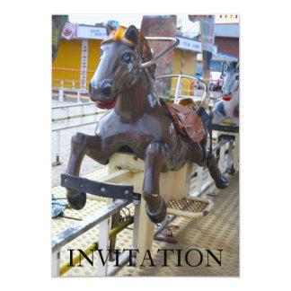 Paseo del caballo en una invitación del Funfair