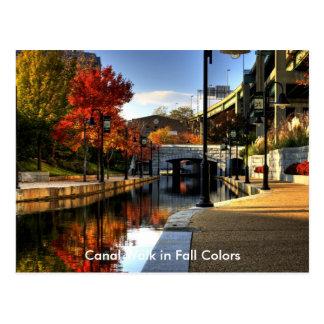 Paseo del canal en colores de la caída postal