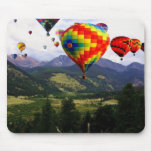 Paseo del globo del aire caliente en los Rockies Alfombrillas De Ratones