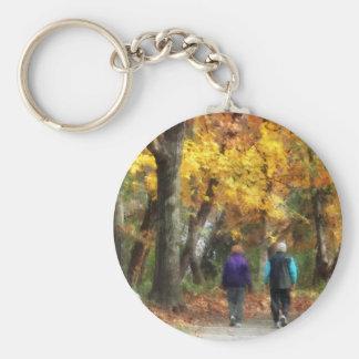 Paseo del otoño llavero redondo tipo pin
