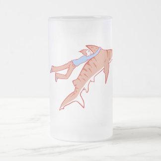 Paseo del tiburón taza de cristal
