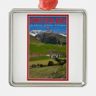 Paseo del tren a través de las montañas suizas ornamentos de navidad