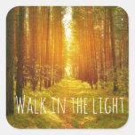 Paseo inspirado en el verso ligero de la biblia pegatina cuadradas